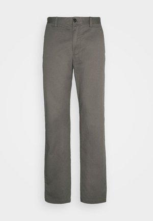 LOGAN - Chino kalhoty - thyme