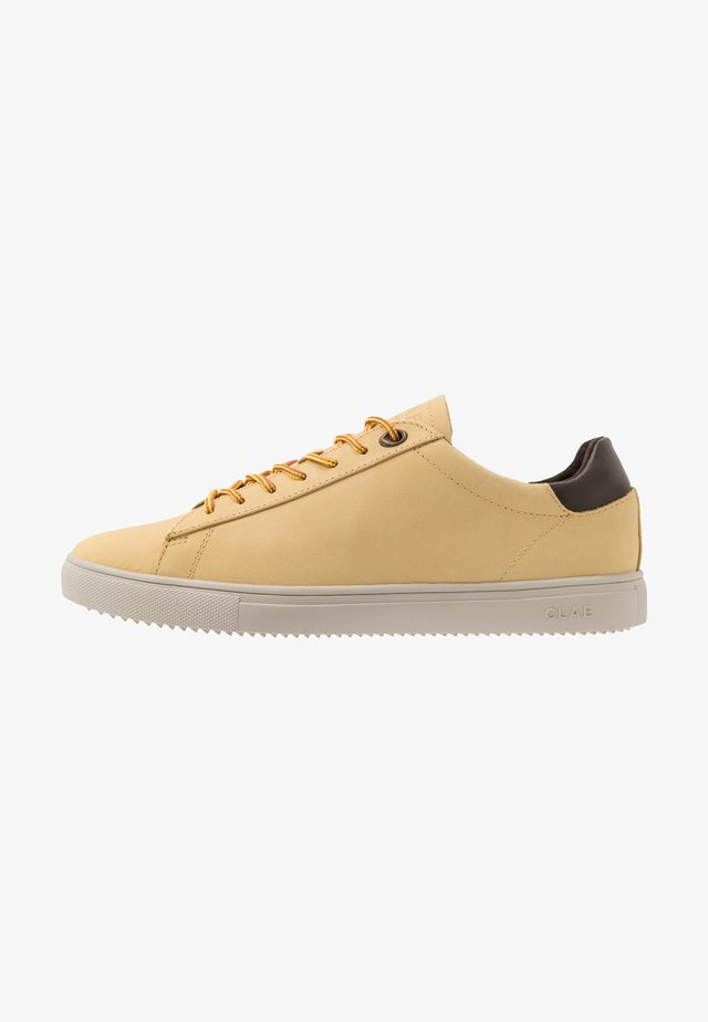 BRADLEY - Trainers - wheat