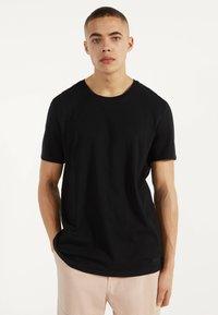 Bershka - MIT RUNDAUSSCHNITT - T-shirt basic - black - 1