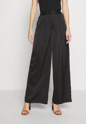 YASNOAH  - Pantaloni - black