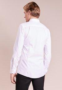 HUGO - ELISHA - Business skjorter - white - 2