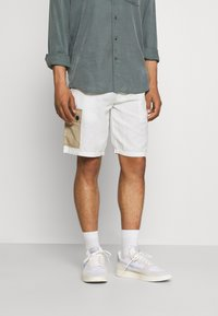 Anerkjendt - AKLT OLE CARGO - Shorts - tofu - 0