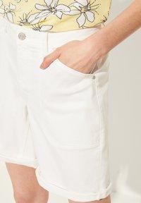 comma casual identity - Denim shorts - white - 5
