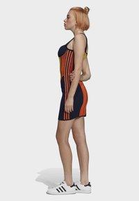 adidas Originals - PAOLINA RUSSO COLLAB SPORTS INSPIRED SLIM DRESS - Pouzdrové šaty - active gold/black/energy orange/collegiate navy - 3