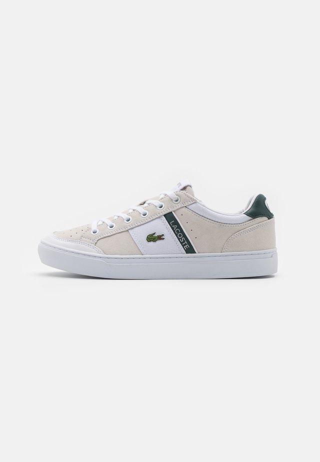COURTLINE - Sneakers laag - white/dark green