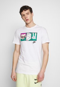 Nike Sportswear - TEE ILLUSTRATION - Camiseta estampada - white - 0