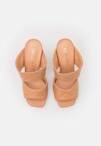 KHARISMA - Pantofle na podpatku - soft nude - 5