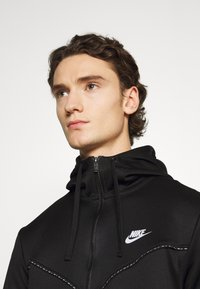 Nike Sportswear - REPEAT HOODIE - Sudadera con cremallera - black/reflective silver - 3