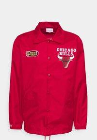 NBA CHICAGO BULLS COACHES JACKET - Tuulitakki - scarlet