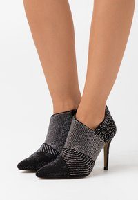 Menbur - High heeled ankle boots - black - 0