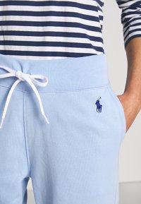 Polo Ralph Lauren - FEATHERWEIGHT - Pantalon de survêtement - elite blue - 5