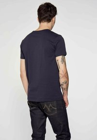 MDB IMPECCABLE - Print T-shirt - blue - 2