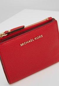 MICHAEL Michael Kors - JET SET SNAP BILLFOLD SMALL - Portafoglio - bright red - 2