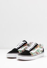 Vans - OLD SKOOL - Tenisky - multicolor/black/true white - 4