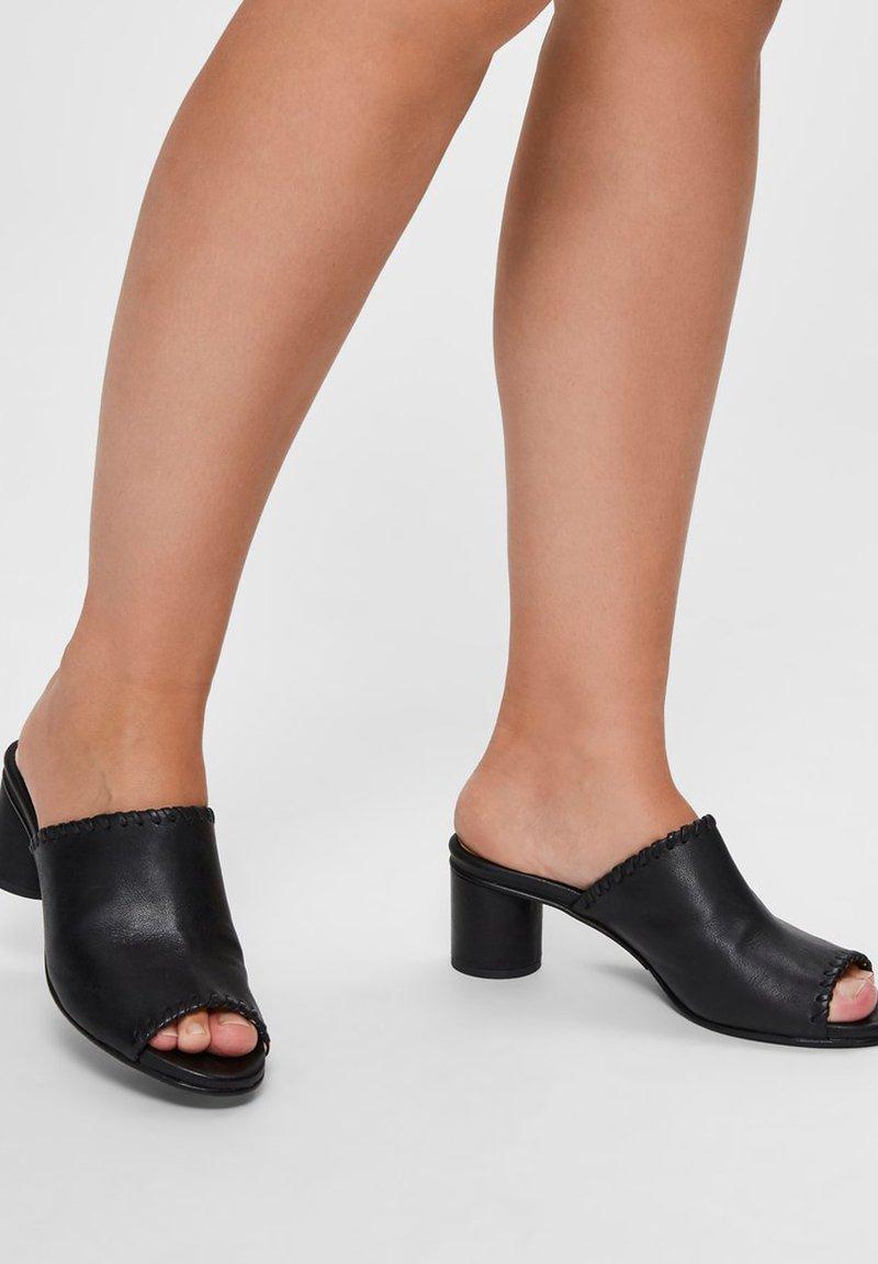 Selected Femme - MULES HANDGEFERTIGTE LEDER - Mules - black