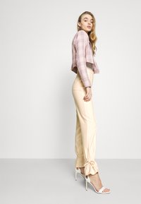 4th & Reckless - ALMA TROUSER - Kalhoty - nude - 3