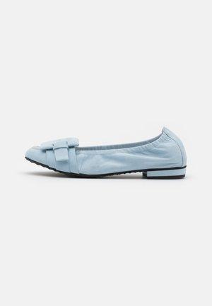 MALU - Klassischer  Ballerina - baby blue
