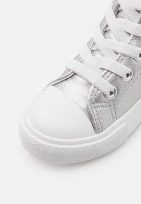 Cotton On - CLASSIC LACE UP  - Vysoké tenisky - silver metallic - 5