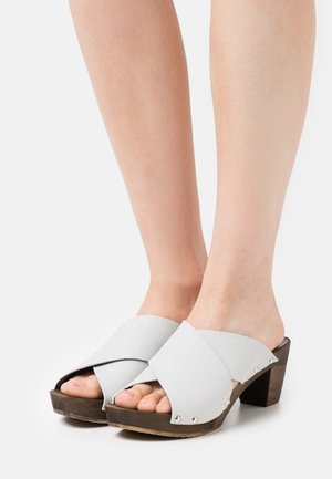 ENNIKE SQUARE FLEX - Clogs - silver