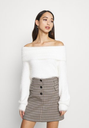 FLUFFY OFF SHOULDER  - Jumper - white