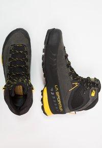 La Sportiva - TX5 GTX - Vysoká chodecká obuv - carbon/yellow - 1