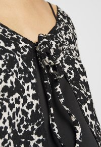 Topshop - ABSTRACT CRINKLE - Gilet - black - 4
