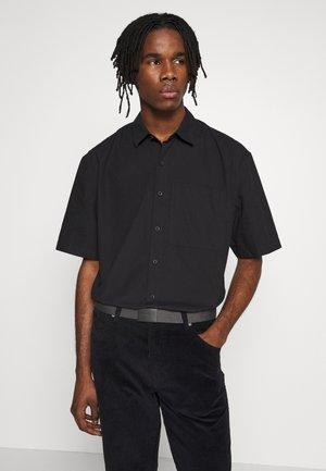 OSIZE NEW SHAPE TRIAL - Skjorter - black