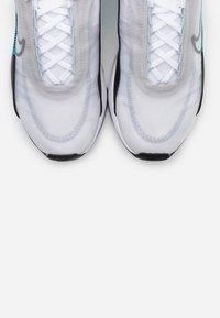 Nike Sportswear - AIR MAX 2090 - Sneakers basse - white/cool grey/dusty cactus/black/neutral grey - 4