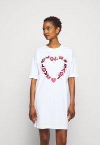 Love Moschino - Sukienka z dżerseju - optical white - 0