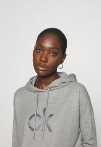 Calvin Klein - RHINESTONE LOGO HOODIE - Sweatshirt - mid grey heather - 3
