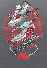 Nike Sportswear - SHORT SLEEVE GRAPHIC - T-shirts med print - smoke grey - 2