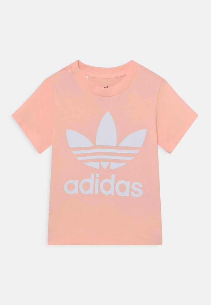 adidas Originals - TREFOIL TEE UNISEX - Print T-shirt - haze coral/white
