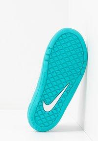 Nike Performance - PICO 5 UNISEX - Zapatillas de entrenamiento - photon dust/oracle aqua/hyper blue/ghost green - 5