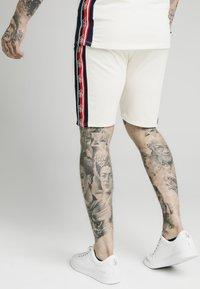 SIKSILK - Shorts - off white - 2