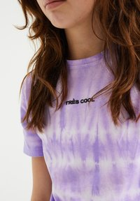 WE Fashion - T-shirt z nadrukiem - purple - 2