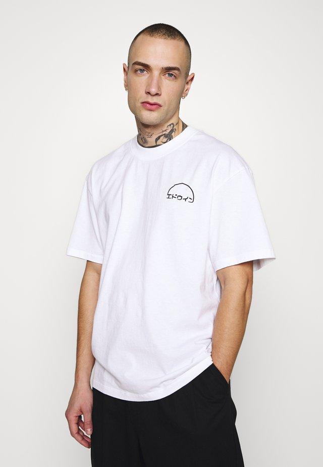 DAWN - Printtipaita - white