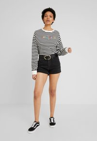 Levi's® - GRAPHIC LONG SLEEVE  - Long sleeved top - cloud dancer - 1
