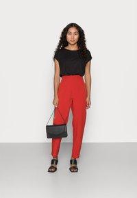 Missguided Petite - TAILORED CIGARETTE TROUSER - Trousers - orange - 1