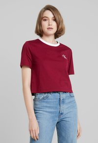 Calvin Klein Jeans - MONOGRAM EMBROIDERY RINGER TEE - Print T-shirt - beet red - 0