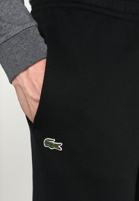 Lacoste Sport - CLASSIC PANT - Träningsbyxor - black - 4