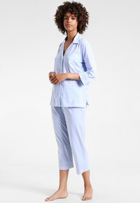 Lauren Ralph Lauren - HERITAGE 3/4 SLEEVE CLASSIC NOTCH COLLAR SET - Pyjama set - french blue/ white - 1