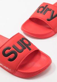 Superdry - CLASSIC POOL SLIDE - Muiltjes - red - 5