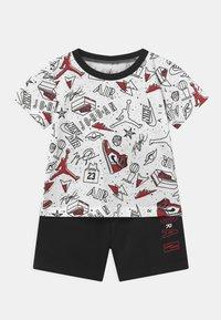Jordan - FUN FLIGHT SET UNISEX - Print T-shirt - black - 0