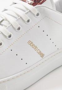 Roberto Cavalli - Sneakersy niskie - white/red - 5