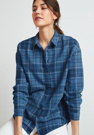 CHECK BOYFRIEND - Button-down blouse - blue