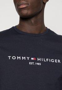 Tommy Hilfiger - LOGO TEE - Print T-shirt - blue - 4