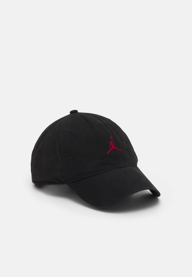 JORDAN WASHED - Pet - black/gym red