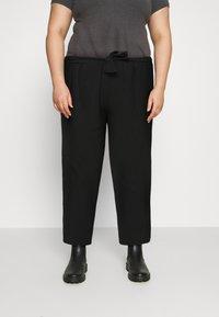 Pieces Curve - PCKELLIE CULOTTE - Trousers - black - 0
