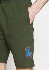 Newport Bay Sailing Club - BOAT 2 PACK - Shorts - navy/off white - 5