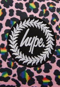 Hype - BACKPACK RAINBOW LEOPARD POM POM - Batoh - multi-coloured - 3